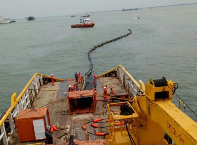 Minyak Pertamina Tumbah di Teluk Balikpapan