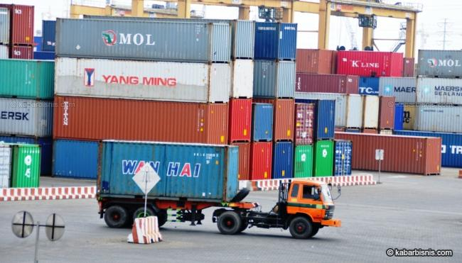 Perang Perdagangan Mengancam Pertumbuhan Volume Peti Kemas