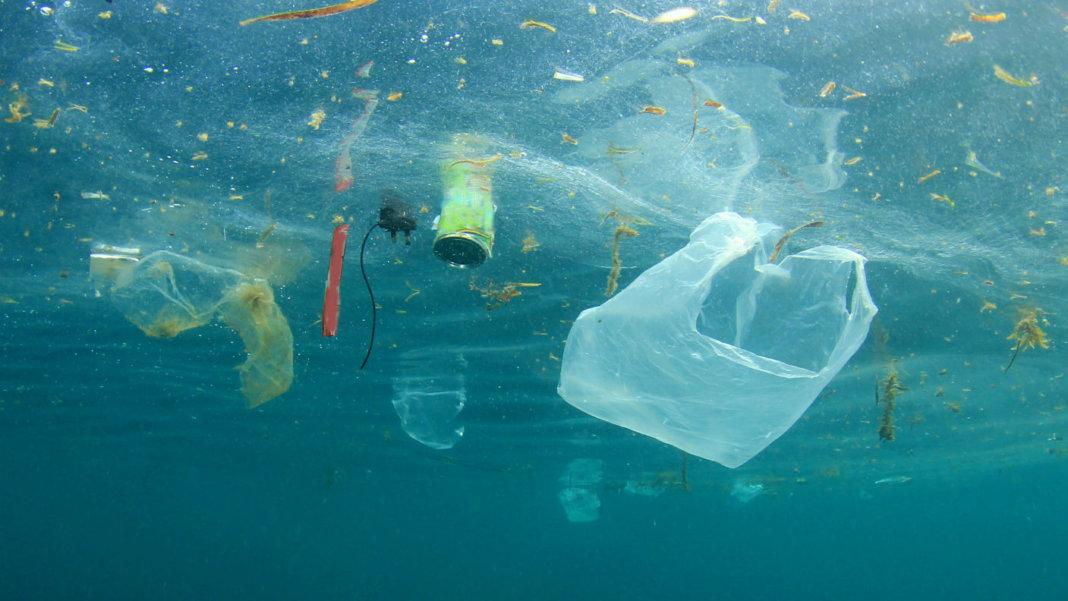 Maersk Membersihkan Sampah Plastik di Perairan Pasifik Utara